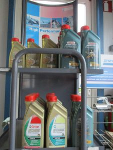 Auto Techniek Riksten olievoorraad